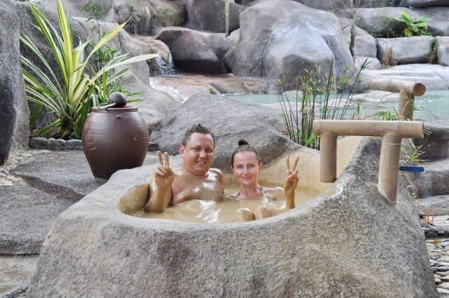 Bồn ngâm bùn nhỏ cho cặp đôi (ẢNH ST)