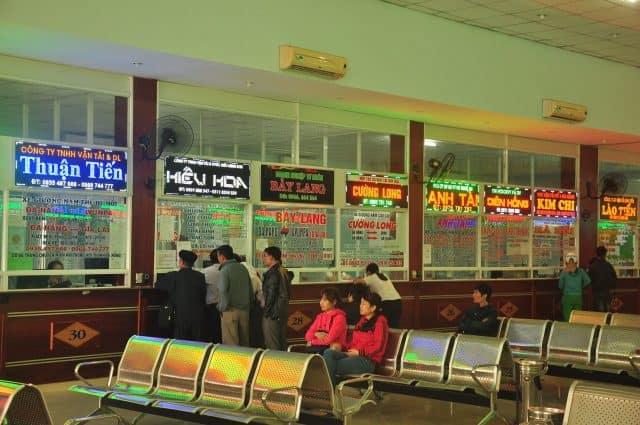 Hệ thống quầy bán vé hiện đại bên trong bến xe (Ảnh ST)