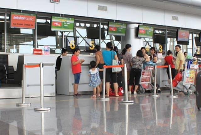 Quầy làm thủ tục check in tại sân bay Đà Nẵng (Ảnh ST)