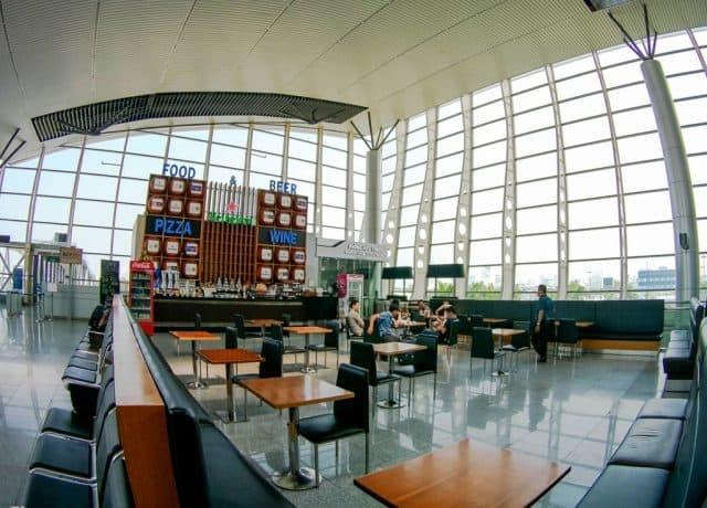 Các nhà hàng trong sân bay được bài trí hiện đại (Ảnh ST)