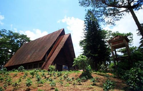 Tham quan vẻ đẹp hấp dẫn chỉ có  duy nhất tại nhà thờ Cam Ly