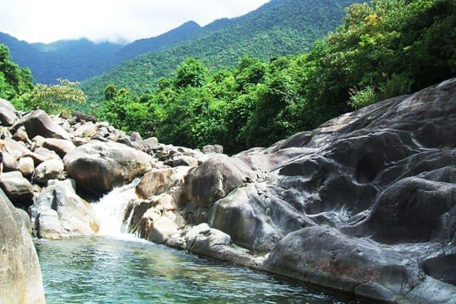 Vẻ đẹp hùng vĩ của núi rừng thiên nhiên