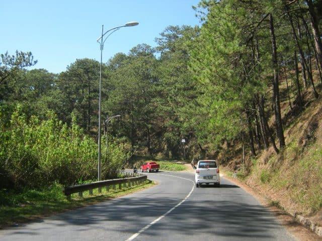 Dọc đường đi có rất nhiều cảnh đẹp bên đường