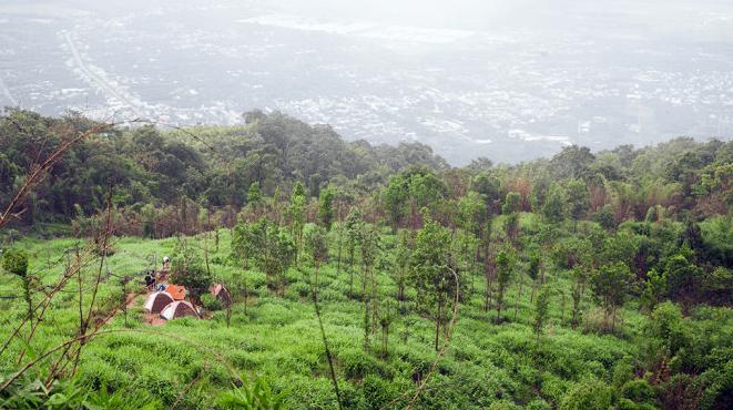 Cắm trại qua đêm là một hình thức du lịch rất được dân phượt ưa thích, nhất là đối với những ngọn núi cao trên 800m như núi Chứa Chan