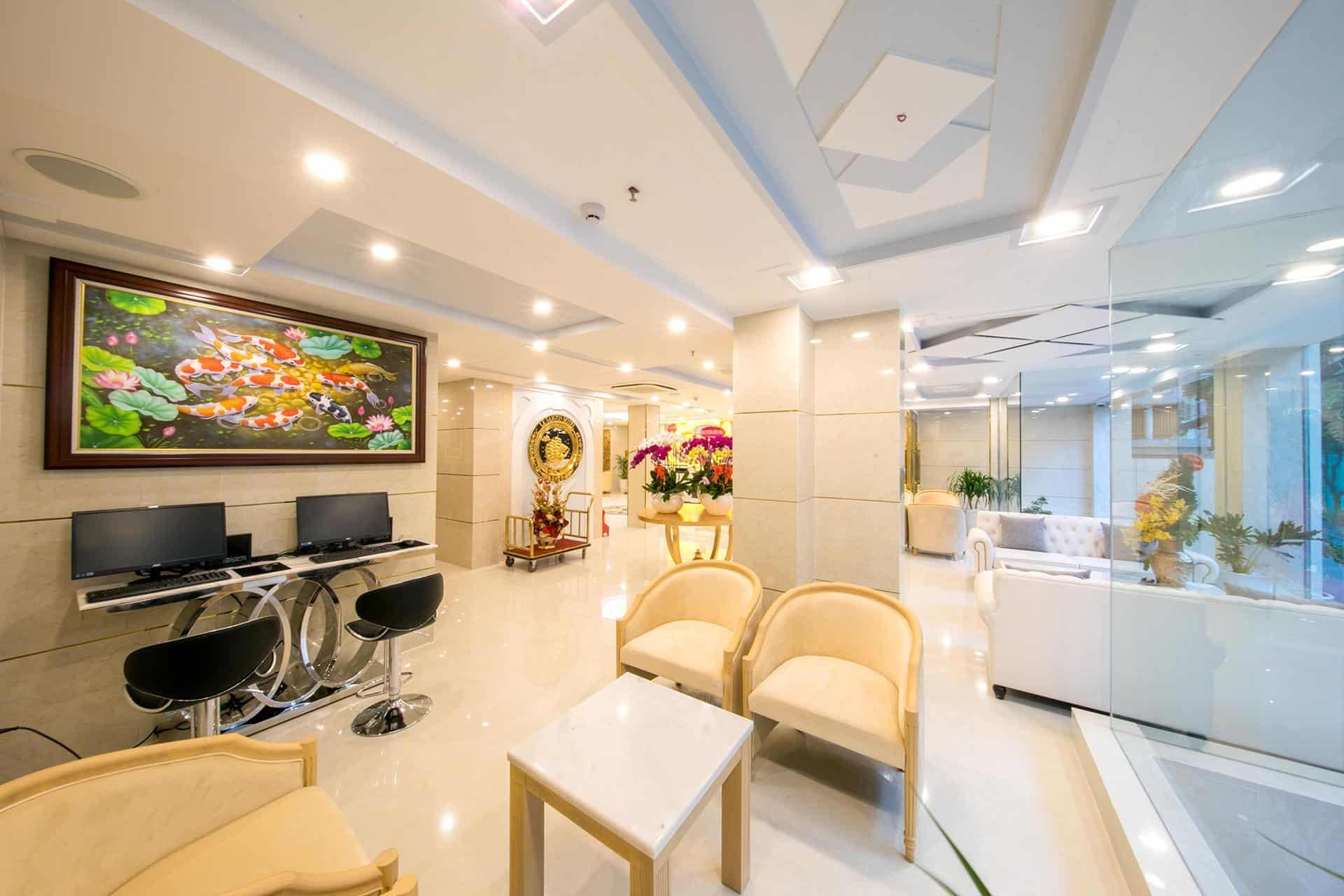 Khu vực tiền sảnh đầy đủ tiện nghi chẳng khác nào một phòng khách tại gia!