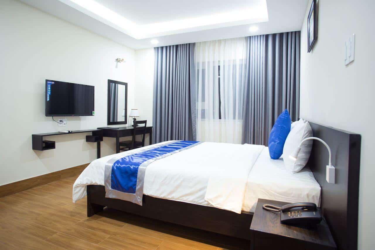 Solex Hotel có cách bài trí đơn giản nhưng vẫn tạo điểm nhấn ở sắc xanh dịu mát