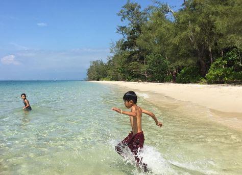 tắm biển Rạch Vẹm