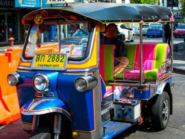 Tuk Tuk là phương tiện di chuyển đặc trưng tại Thái Lan (Ảnh ST)