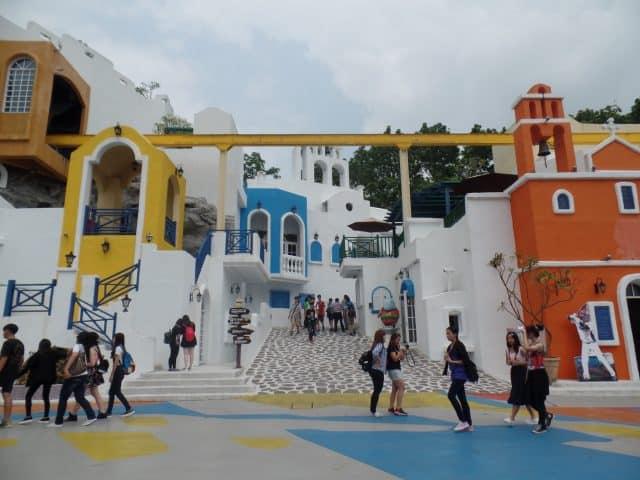Thành phố Santorini thu nhỏ ở nơi đây (ảnh ST)