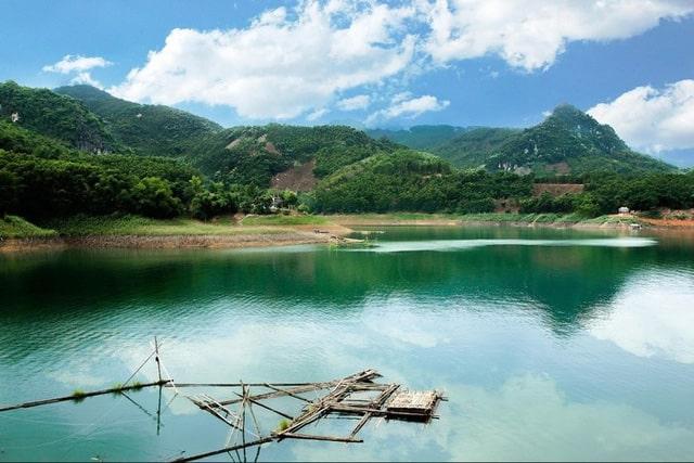Phong cảnh sông núi hữu tình ở Thung Nai (Ảnh: ST)
